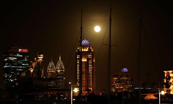 Superksiężyc w Zjednoczonych Emiratach Arabskich - Sputnik Polska
