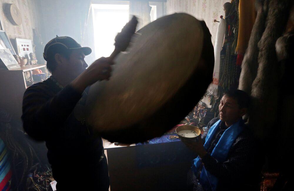 Rytuał szamański w Kyzyle, stolicy Republiki Tuwy