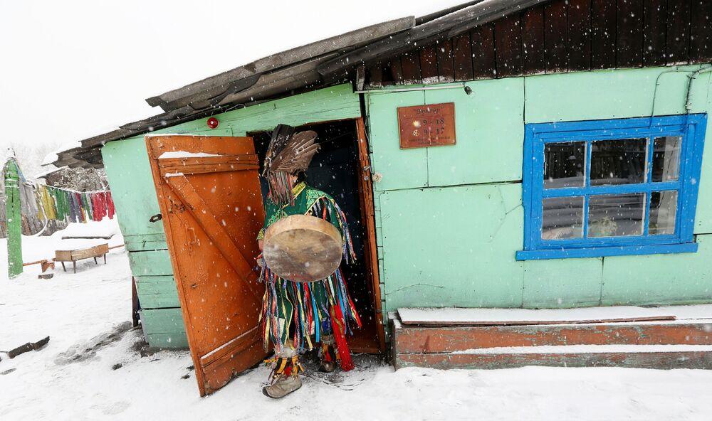 Szaman ze wspólnoty Dungur w Kyzyle