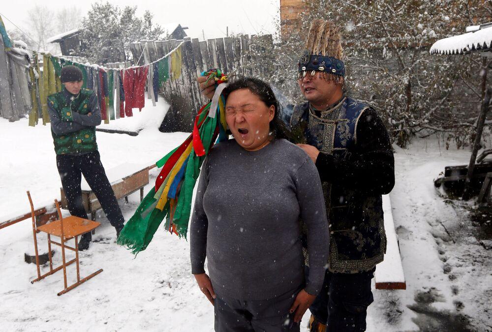 Szamański rytuał wypędzenia duchów w Kyzyle, stolicy Republiki Tuwy