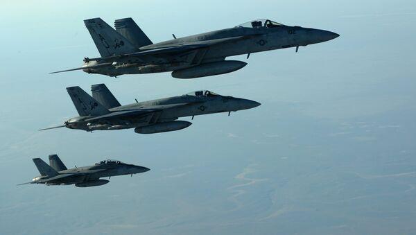 Amerykańskie samoloty F-18E nad Irakiem - Sputnik Polska