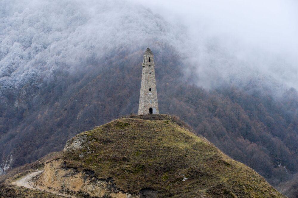 Wieża na obrzeżach osady Hoj w rejonie wedenskim (Republika Czeczenia).