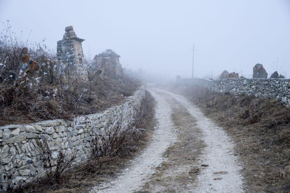 Niedaleko jeziora Kiezienoj-Am położona jest starożytna osada Hoj. Lokalni mieszkańcy twierdzą, że jej historia liczy ponad tysiąc lat. Jedną z atrakcji turystycznych jest starożytne cmentarzysko.