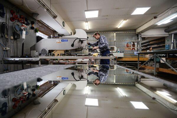 Technika witrażu jest powszechnie wykorzystywana przy produkcji mebli, ekranów kominkowych, luster, instrumentów muzycznych, biżuterii. - Sputnik Polska