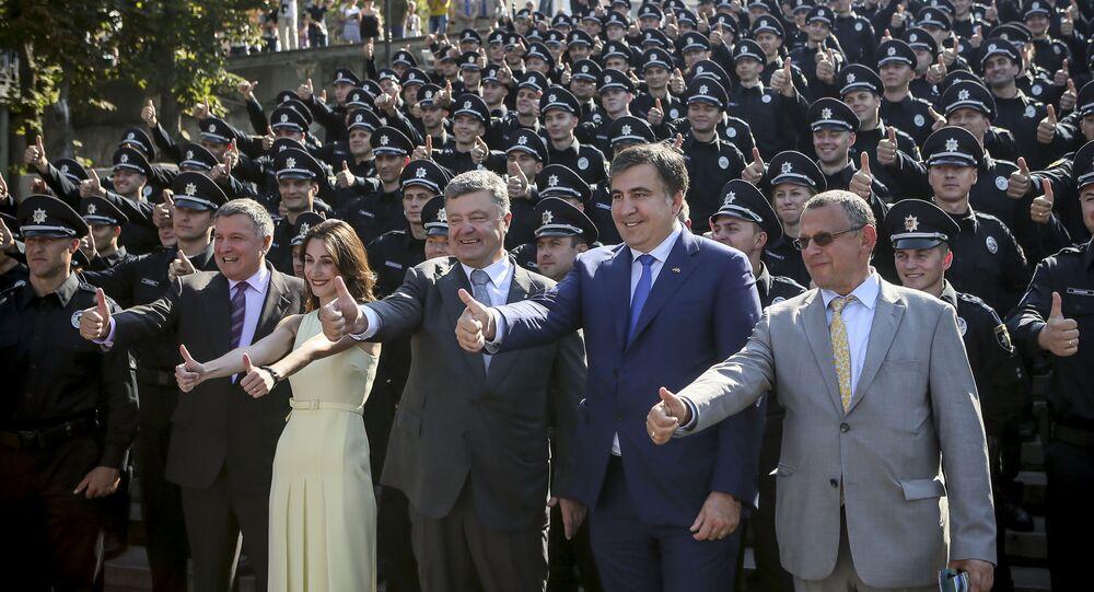 Minister spraw wewnętrznych Arsen Awakow, jego zastępczyni Eka Zguladze, prezydemt Ukrainy Piotr Poroszenko oraz gubernator obwodu odeskiego Michaił Saakaszwili, 25 sierpnia 2015