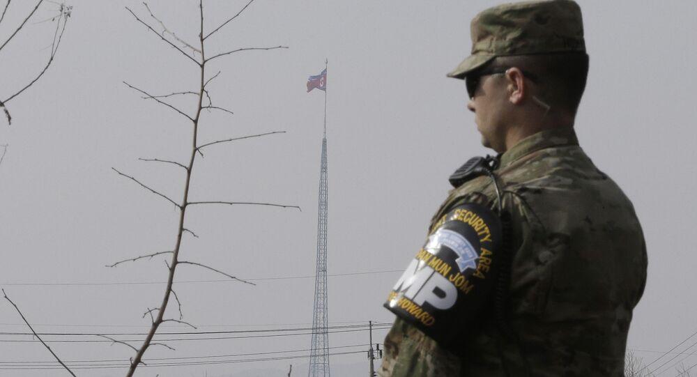 Amerykański żołnierz na granicy Korei Północnej i Południowej