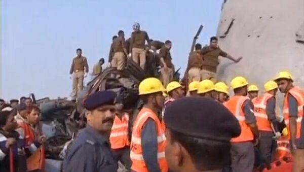 Do tragedii doszło nad ranem w pobliżu miasta Pukhrayan w stanie Uttar Pradeś, gdy większość pasażerów jeszcze spała - Sputnik Polska