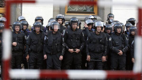 Kordon policyjny w Kijowie - Sputnik Polska
