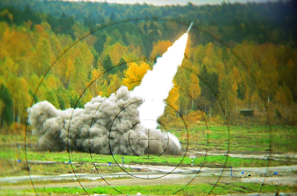 Rosyjski system artylerii rakietowej BM-30 Smiercz