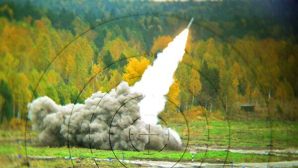 Rosyjski system artylerii rakietowej BM-30 Smiercz - Sputnik Polska