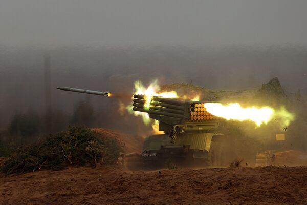 Polowa wyrzutnia rakietowa BM-21 Grad - Sputnik Polska