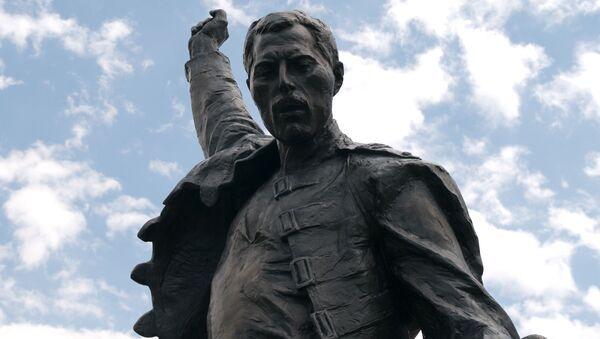 Pomnik Freddiego Mercury w Montreux - Sputnik Polska