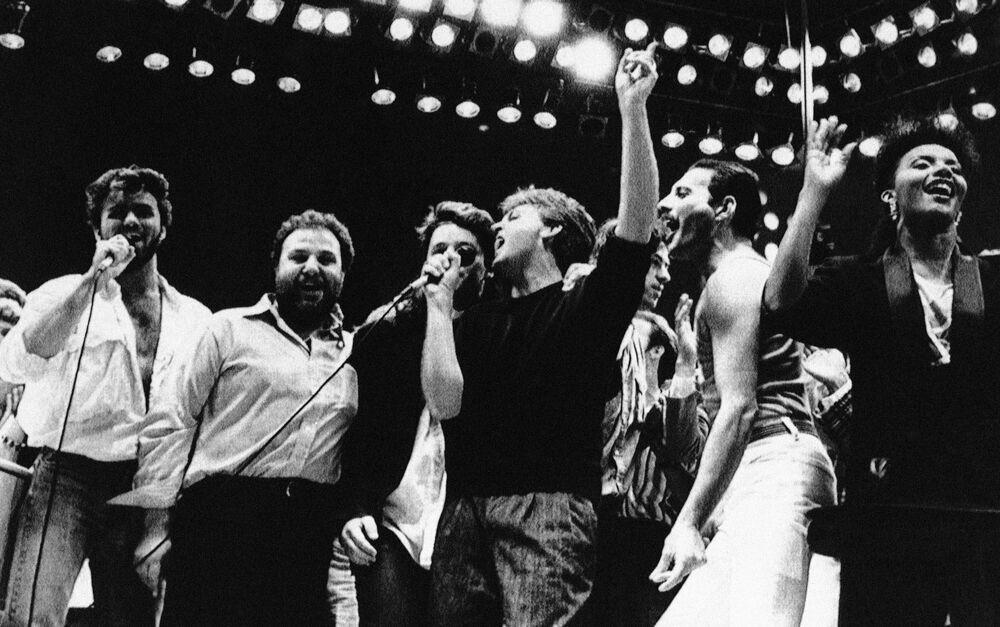Paul McCartney i Freddie Mercury na koncercie charytatywnym na rzecz głodujących w Londynie, 1985.