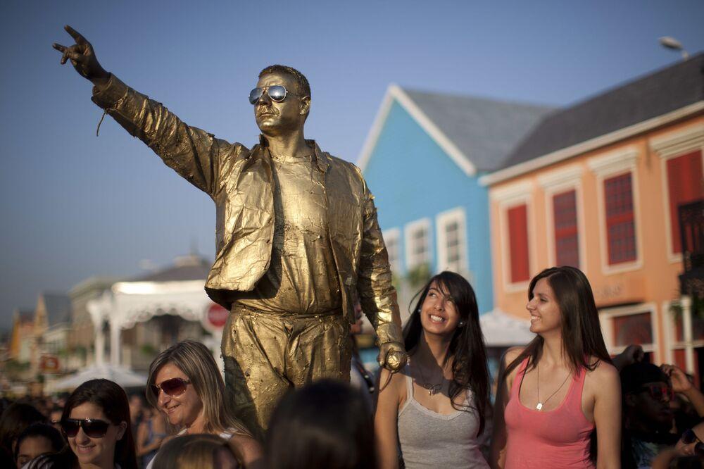 Aktor naśladujący Freddiego Mercury'ego na festiwalu Rock in Rio w Brazylii.