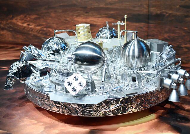 Modelka sondy marsjańskiej Schiaparelli