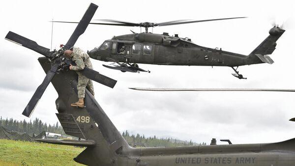 Śmigłowiec UH-60 Black Hawk amerykańskich sił powietrznych na Alasce - Sputnik Polska