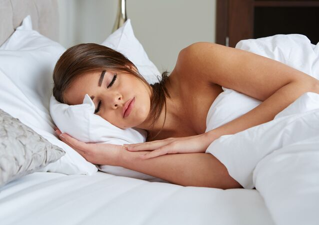 Piękna śpiąca kobieta
