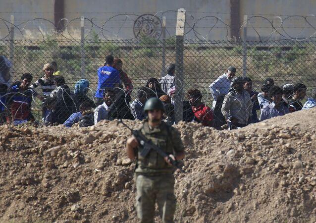 Żołnierz tureckiej armii przy syryjsko-tureckiej granicy