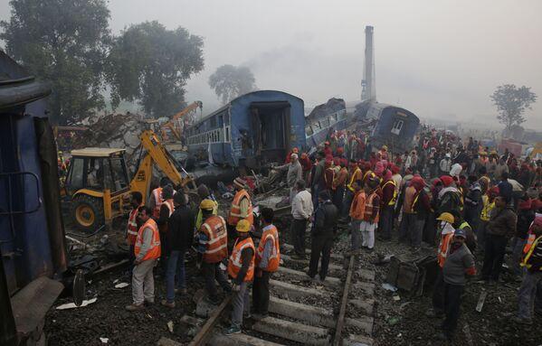 Katastrofa kolejowa na północy Indii - Sputnik Polska