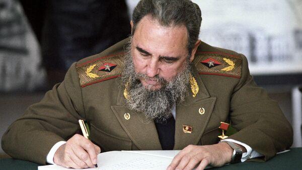 Fidel Castro zmarł w wieku 90 lat w piątek wieczorem o godz. 22.29 czasu lokalnego - Sputnik Polska