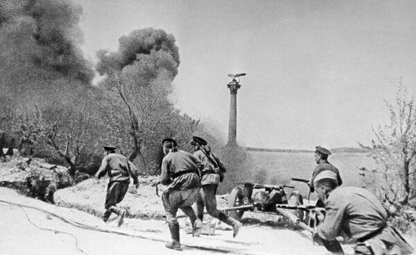 Żołnierze piechoty morskiej podczas Wielkiej Wojny Ojczyźnianej - Sputnik Polska