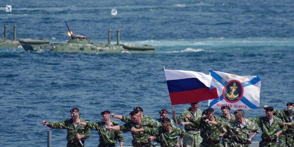 Żołnierze piechoty morskiej podczas obchodów Dnia piechoty morskiej w Sewastopolu - Sputnik Polska
