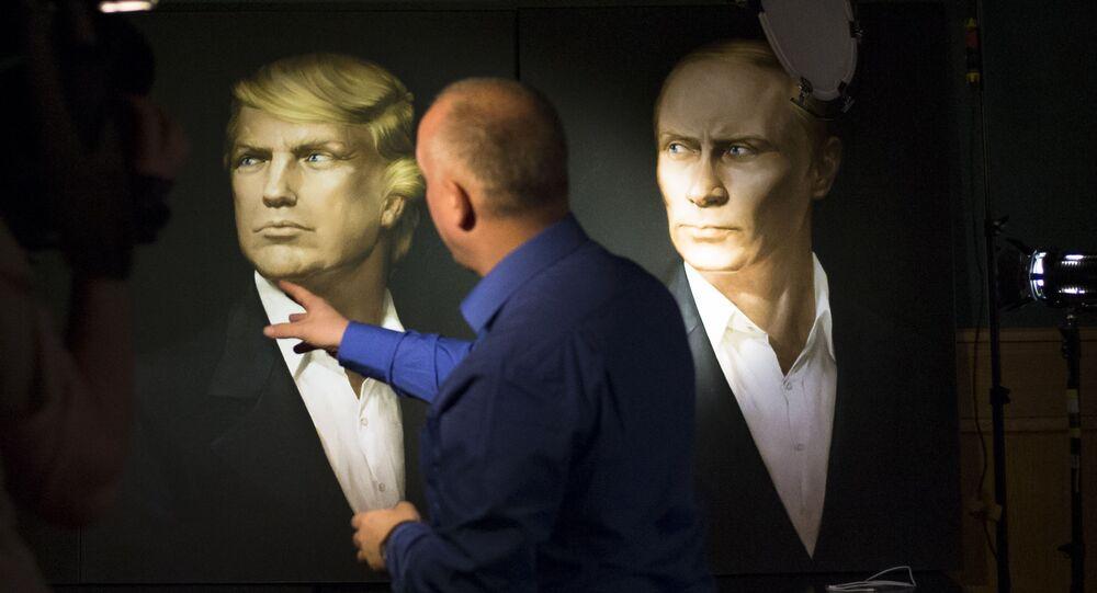 Portret Donalda Trumpa obok portretu Władimira Putina na ścianie pubu Union Jack w Moskwie