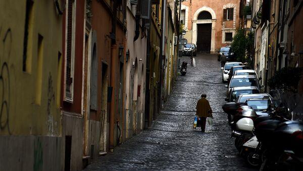 Kobieta na ulicy w Rzymie - Sputnik Polska