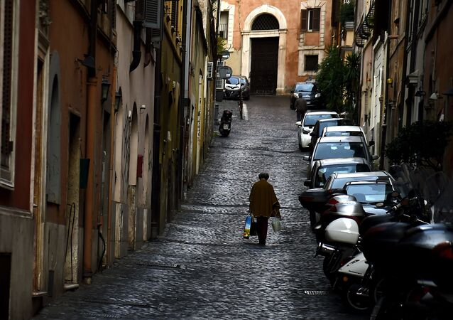 Kobieta na ulicy w Rzymie