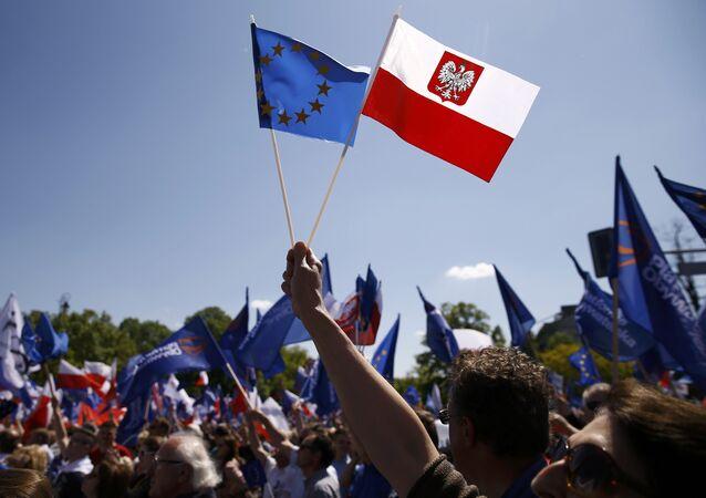 Flagi Polski i UE