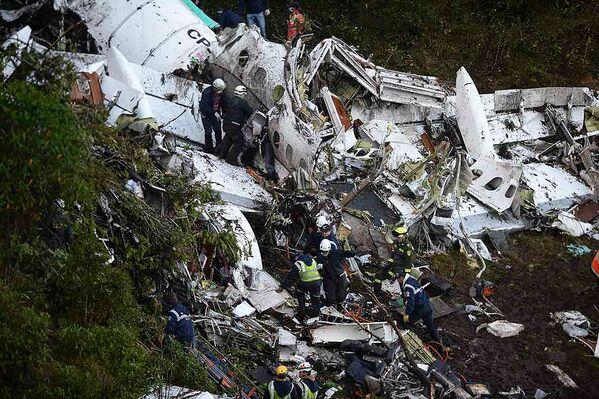 Samolot przełamał się w powietrzu na dwie części, ale nie wybuchł. - Sputnik Polska