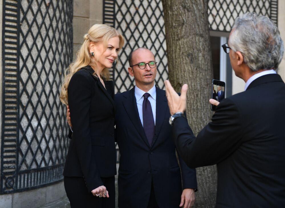 Nicole Kidman i dyrektor ds komunikacji Pirelli Maurizio Abet