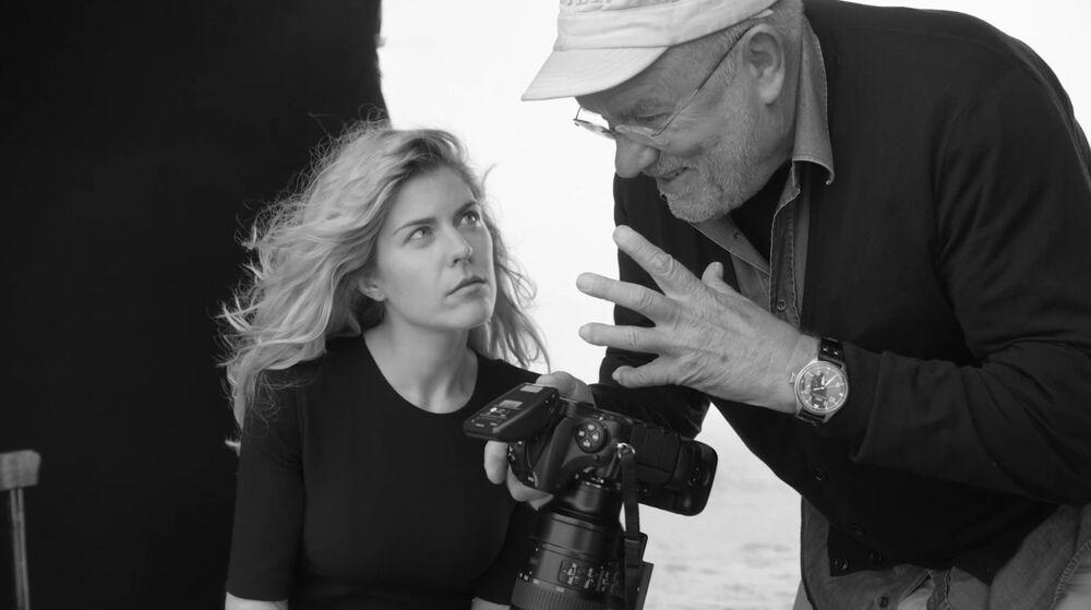 Rosjanka Anastasija Ignatowa i fotograf Peter Lindbergh podczas fotosesji