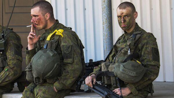 Żołnierze NATO i estońscy na wspólnych ćwiczeniach - Sputnik Polska