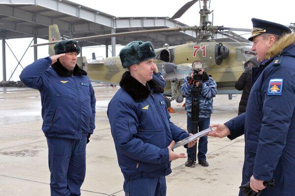 Uroczysta ceremonia przekazania nowych śmigłowców uderzeniowych Ka-52-Aligator personelowi Półku Śmigłowców Południowo-wschodniego okręgu w Krasnodarskim kraju - Sputnik Polska