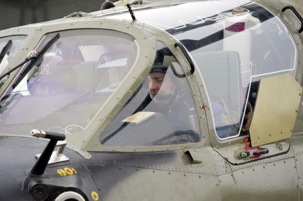 """Załoga w nowym śmigłowcu uderzeniowym Ka-52 """"Aligator"""""""