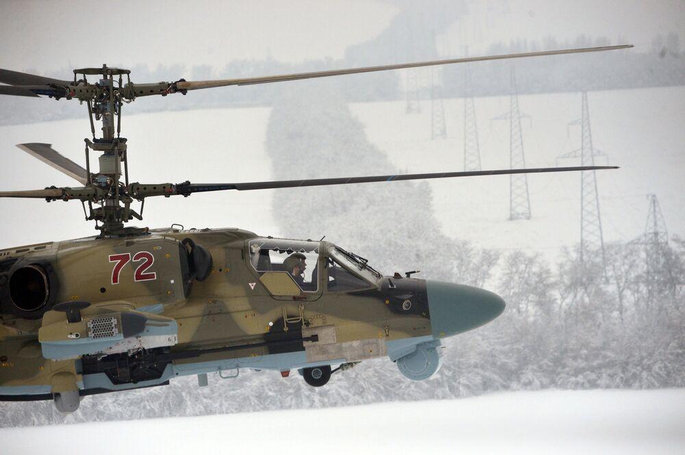 Loty testowe śmigłowca Ka-52 Aligator po przekazaniu  personelowi Pułku Śmigłowców Południowo-wschodniego okręgu w Krasnodarskim kraju