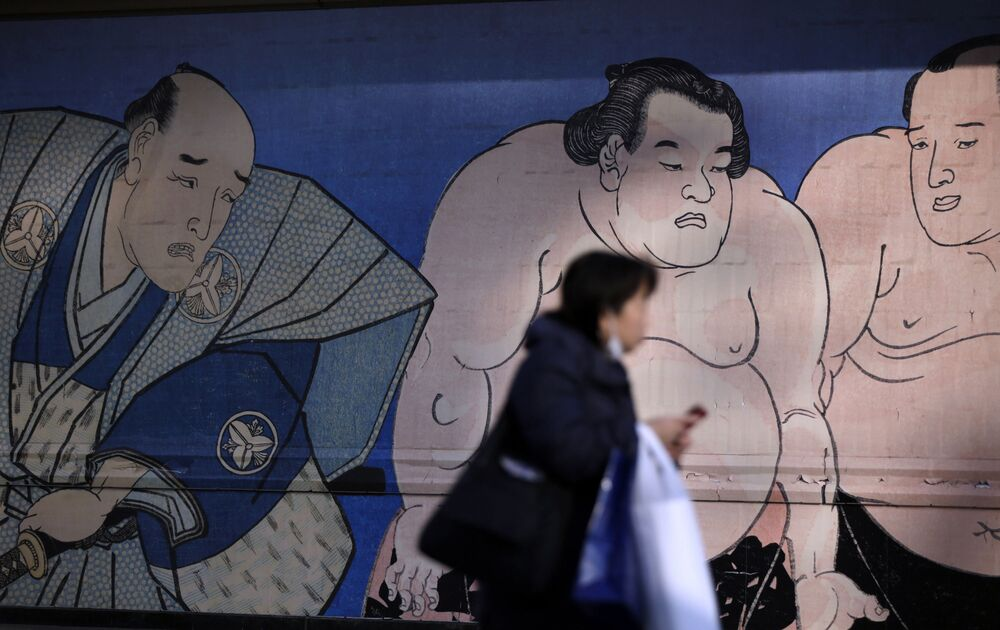 Mural z wizerunkiem zapaśników sumo na arenie sportowej Kokugikan w Tokio