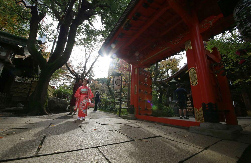 Dziewczynka ubrana w kimono w Tokio