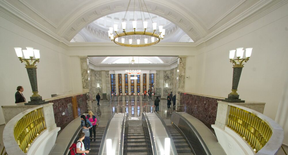 """Stacja  """"Park Kultury"""" okrężnej linii metra."""