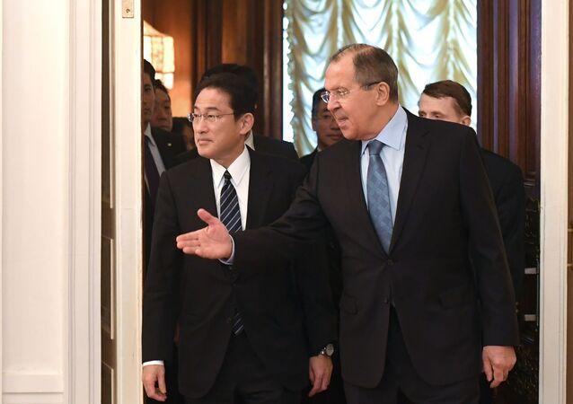 Minister spraw zagranicznych Rosji Siergiej Ławrow spotkał się z szefem japońskiej dyplomacji Fumio Kishidą