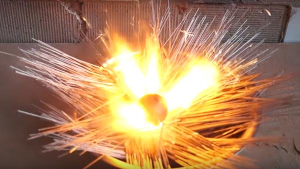 Nie zapalaj 500 ogni sztucznych jednocześnie! - Sputnik Polska