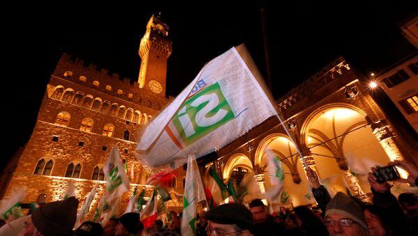 Zwolennicy Renziego we Florencji, 2 grudnia 2016 - Sputnik Polska