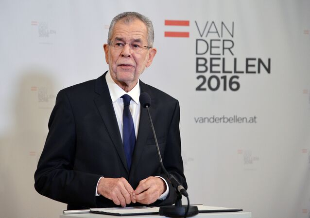 Jak wynika z pierwszych ocen wyników niedzielnych wyborów prezydenckich w Austrii, zwyciężył Alexander Van der Bellen