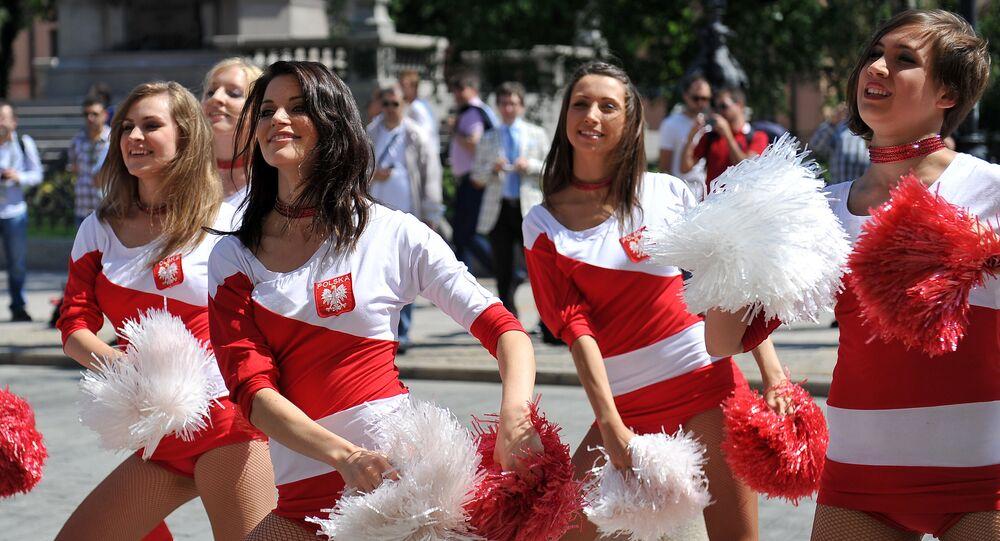 Polskie cheerleaderki podczas Euro 2016