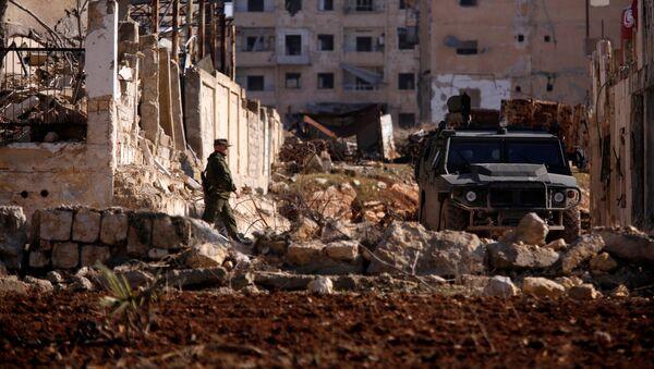 Rosyjski żołnierz w dzielnicy Hanono we wschodnim Aleppo - Sputnik Polska