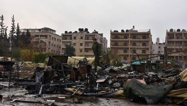 Teren zniszczonego w wyniku ostrzału rosyjskiego szpitala polowego w Aleppo - Sputnik Polska