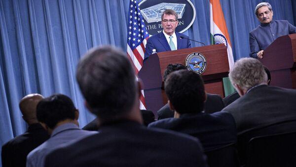 Amerykański sekretarz obrony Ashton Carter i minister obrony Indii Manohar Parrikar w Pentagonie - Sputnik Polska