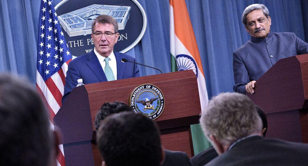 Amerykański sekretarz obrony Ashton Carter i minister obrony Indii Manohar Parrikar w Pentagonie