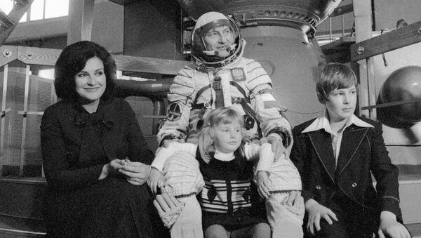 Kosmonauta Mirosław Hermaszewski z rodziną - Sputnik Polska